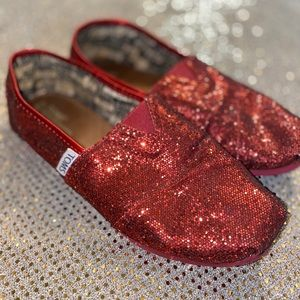 GLITTERY RED TOMS